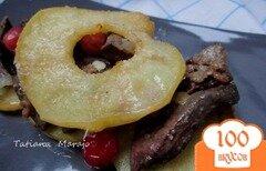 Фото рецепта: «Куриная печень с яблоками и клюквой»