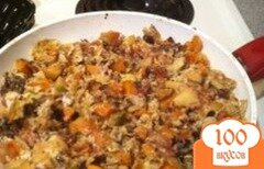 Фото рецепта: «Яичница с беконом, сладким картофелем и яблоком»