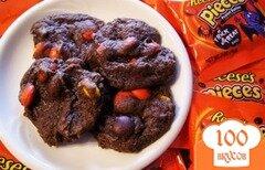 Фото рецепта: «Шоколадное печенье с драже»