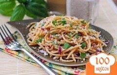 Фото рецепта: «Салат из пасты с сыром и базиликом под томатным соусом»