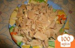 Фото рецепта: «Легкий салат с консервированным кальмаром»