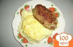 Фото рецепта: «Пюре с котлеткой под соусом»