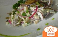 Фото рецепта: «Салат с шампиньонами, сельдью и осминожками»