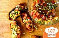 Фото рецепта: «Брускетта из жареной кукурузы с помидорами»