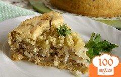 Фото рецепта: «Мясной пирог с рисом, карамелизированным луком и яблоками»