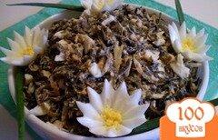Фото рецепта: «Морская капуста с сардиной, яйцом и маринованным луком»