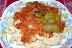 Фото рецепта: «Макароны с кисло-сладким соусом из кислых огурцов и томатов»