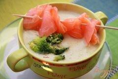 Фото рецепта: «Крем-суп из картофеля и брокколи с сёмгой»