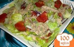 Фото рецепта: «Салат с айсбергом помидорами и тунцом»