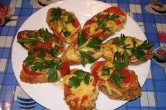 Фото рецепта: «Яичные гренки с помидором и сыром»