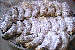 Фото рецепта: «Кифлики с творожной и ягодной начинкой»