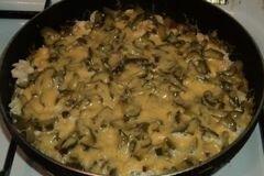 Фото рецепта: «Картошка с курицей под сыром»