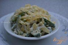 Фото рецепта: «Огуречный салат с картофельными чипсами»