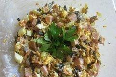 Фото рецепта: «Салат с шампиньонами и ветчиной»