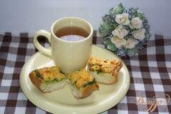 Фото рецепта: «Гренки с сыром и зеленью»