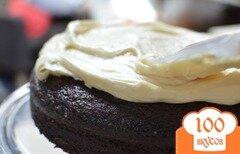 Фото рецепта: «Шоколадный пирог с портером и сливочной глазурью»