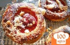 Фото рецепта: «Слоенное пирожное с клубникой»