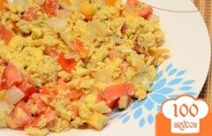 Фото рецепта: «Яичница-болтунья с помидорами»