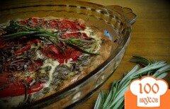 Фото рецепта: «Открытый пирог с томатами, козьим сыром и шалфеем»