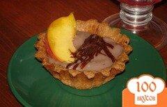 Фото рецепта: «Шоколадный десерт с персиком и шоколадной стружкой»