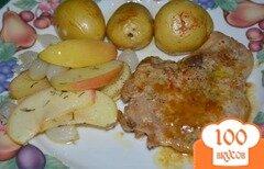 Фото рецепта: «Свиные отбивные с яблоками и луком»