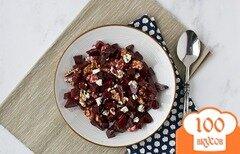 Фото рецепта: «Маринованная запеченная свекла с жареными грецкими орехами и сыром»