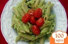 Фото рецепта: «Паста в соусе из авокадо с печеными помидорами»