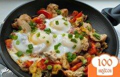 Фото рецепта: «Яичница с курицей и овощами»
