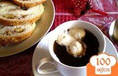 Фото рецепта: «Натуральный кофе с мороженым и шоколадным сиропом»
