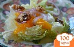 Фото рецепта: «Cалат с карамельными орехами и дольками мандарина»