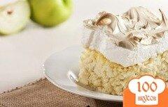 Фото рецепта: «Рисовая запеканка с яблоками и белковым кремом»