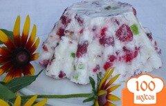 Фото рецепта: «Малиновый десерт с цукатами и орехами»