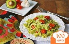 Фото рецепта: «Паста с авокадо, помидорами и чесноком»