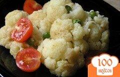 Фото рецепта: «Цветная капуста с зеленым горошком и черри»