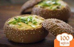 Фото рецепта: «Грибы со сметаной в булочке»