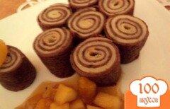 Фото рецепта: «Блинные рулетики с фруктово-карамельным соусом.»