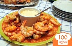 Фото рецепта: «Креветки жареные с чесноком, с розовым соусом.»
