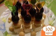 Фото рецепта: «Канапе из сыра маринованного, грибов и оливок»