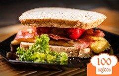 Фото рецепта: «Бутерброд с сосиской»