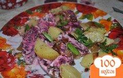 Фото рецепта: «Картофель со свеклой и чесноком»