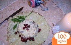 Фото рецепта: «Салат с курицей и шампиньонами на сырном блюдце»