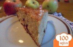 Фото рецепта: «Шарлотка с яблоками и сушёной вишней»