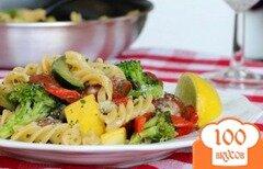 Фото рецепта: «Паста под соусом с овощами и колбасой»