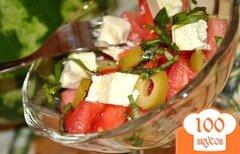Фото рецепта: «Салат с арбузом, фетой и оливками»