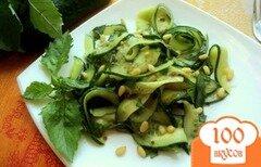 Фото рецепта: «Салат с огурцами и базиликом»