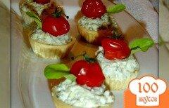 Фото рецепта: «Закусочные тарталетки с рокфором и помидорами черри»