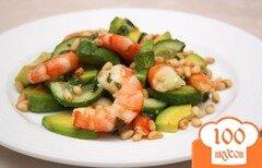 Фото рецепта: «Мятный салат из огурцов с креветками и авокадо»