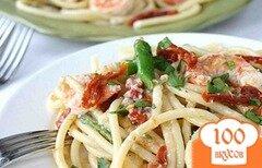 Фото рецепта: «Паста с креветками, спаржей и помидорами»