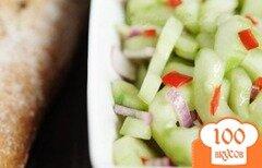 Фото рецепта: «Пикантный салат из огурцов»