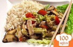 Фото рецепта: «Свинина с кисло-сладкими грибами, капустой и рисом»